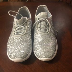 Silver glitter tennis shoes size 8.5